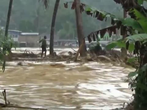 Indonézia fővárosát és térségét sújtó áradások