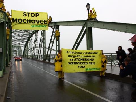 Esztergom_Greenpeace_2009   Illegális a Mohi atomerőmű építése   ClimeNews - Hírportál