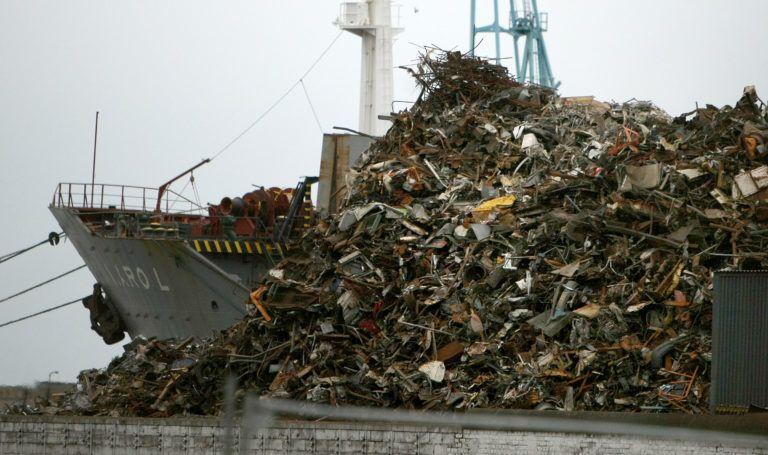 Szemétszállító hajó a liverpooli kikötőben (Fotó: Christopher Furlong/Getty Images) - ClimeNews