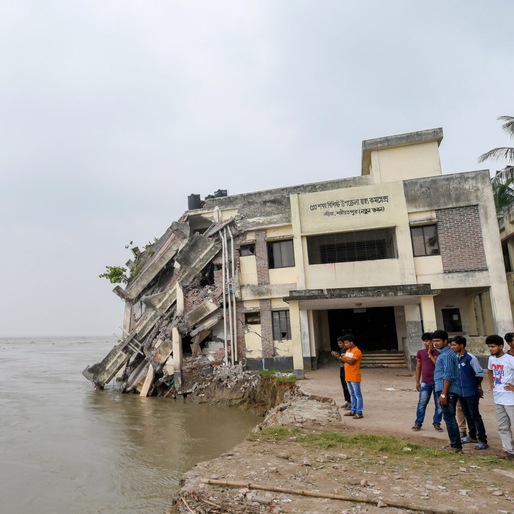 Áradás miatt összeomlott bangladesi egészségügyi központ. Fotó: AFP/Europress | ClimeNews - Hírportál