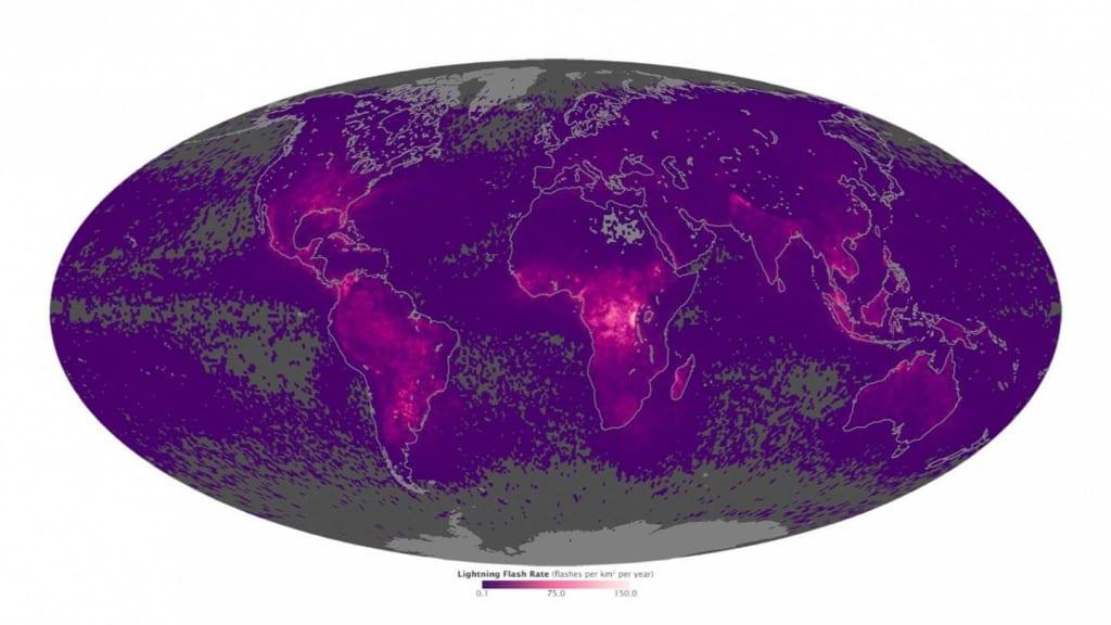 A Föld villámtérképe (1996-2013). A világosabb lila színű helyekre csapott be a legtöbb villám négyzetkilométerenként Forrás: NASA