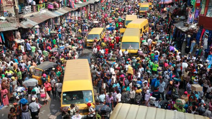 A rémüldöző hangvételű cikkek íróit nem érdekli a szegény milliárdok nyomorúsága