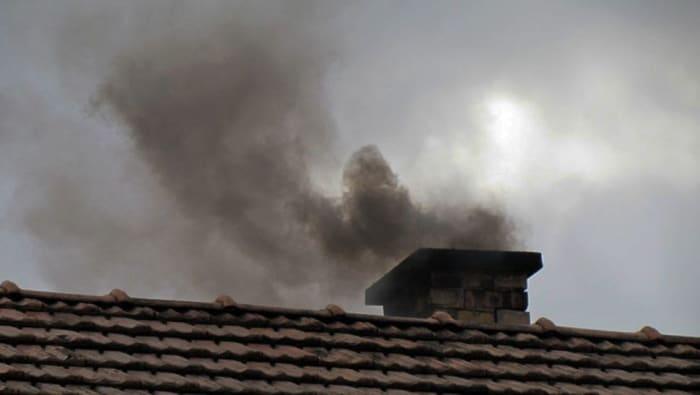 Illegális műanyagégetésre utal a kéményből dőlő fekete füst, ami igen gyakori a Sajó-völgyben | ClimenNews - Hírportál