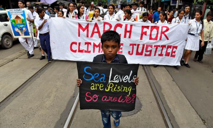 Diákok a Fridays For Future felvonuláson Kolkataban, India. Photograph: Ranita Roy/Reuters