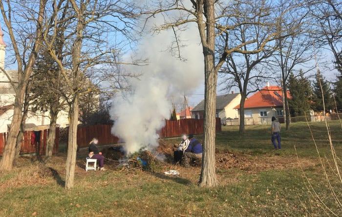 Döntött a Parlament: betiltásra került az avarégetés egész Magyarországon