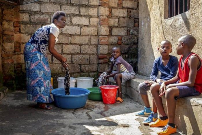 Újabb tömegeket indíthat el az afrikai koronavírus-járvány Európa felé