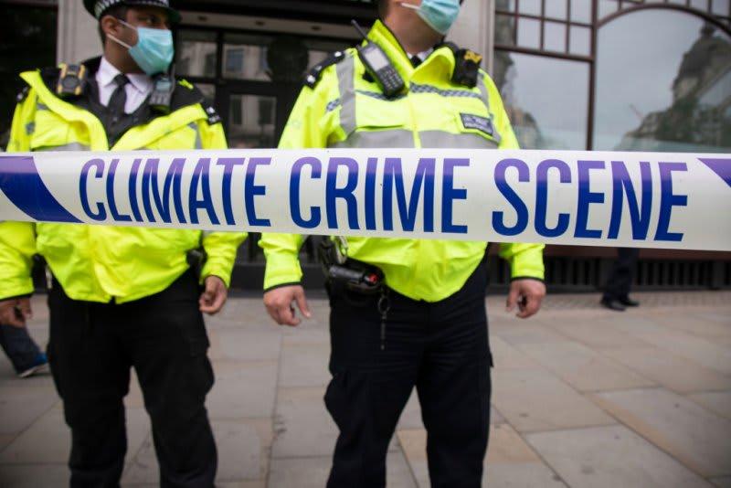 A háborús bűnökkel egyenrangú törvény a környezetszennyezőkre