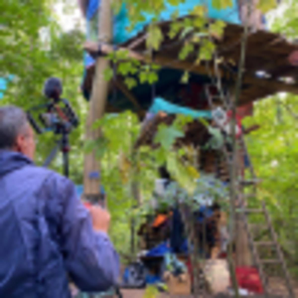 Német környezetvédők - Egy aktivista, aki társaival az erdőben él, a fák tetejére épített házak egyikében