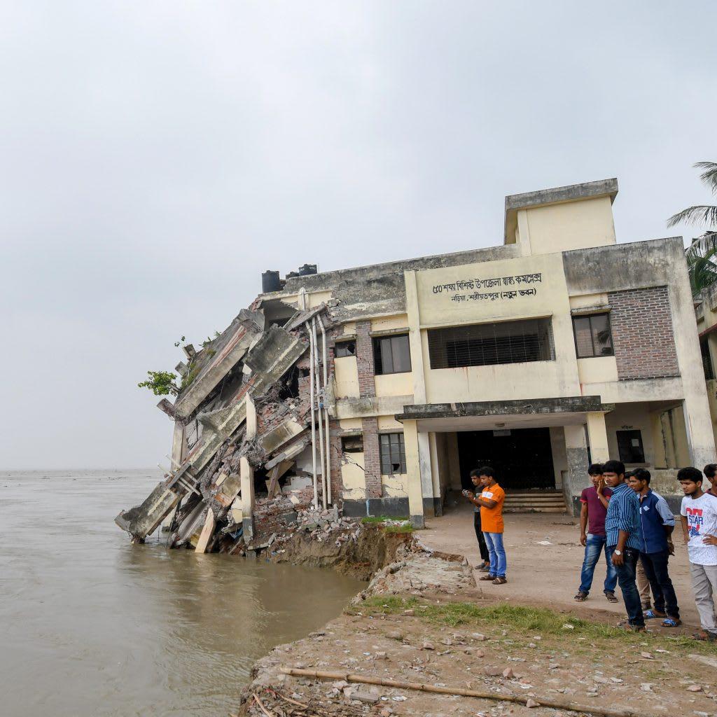Áradás miatt összeomlott bangladesi egészségügyi központ. Fotó: AFP/Europress   ClimeNews - Hírportál
