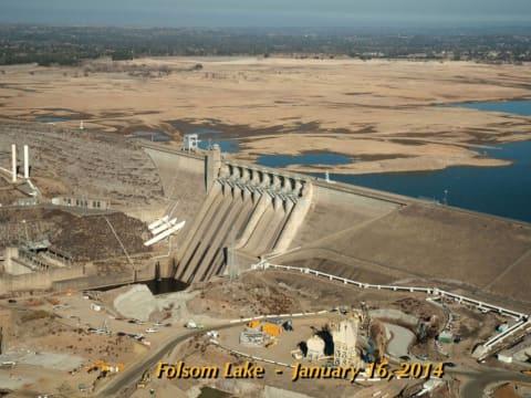 Kiszáradt: Folsom-tó, az egyik legnagyobb víztározó az USA-ban 2014-ben