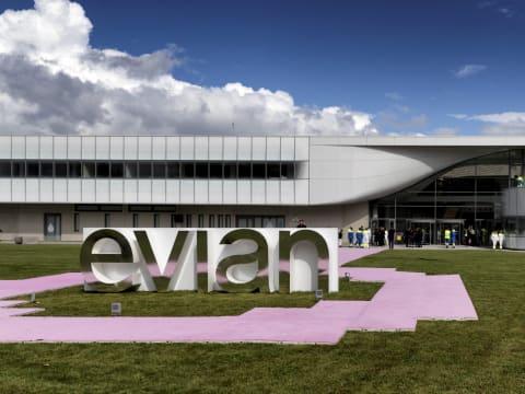 evian - Elkötelezettek vagyunk a fenntarthatóság érdekében | ClimeNews
