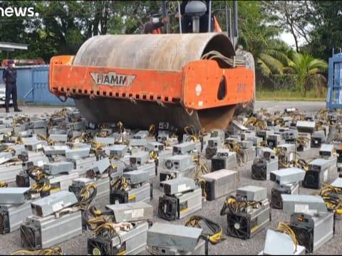 Kriptovaluták bányászatára használt gépeket semmisítettek meg