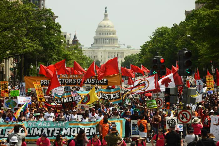 A klímaváltozás elleni fellépést követelő menet Washingtonban 2017 áprilisában Fotó: Astrid Riecken / Getty Images Hungary   Climenews - Hírportál