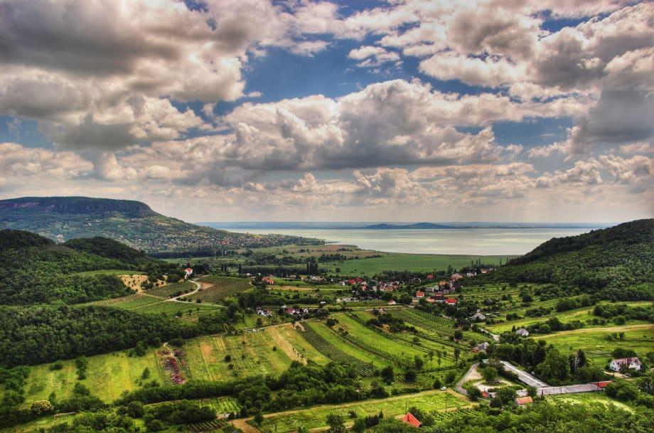 A háttérben a Balaton! | ClimeNews