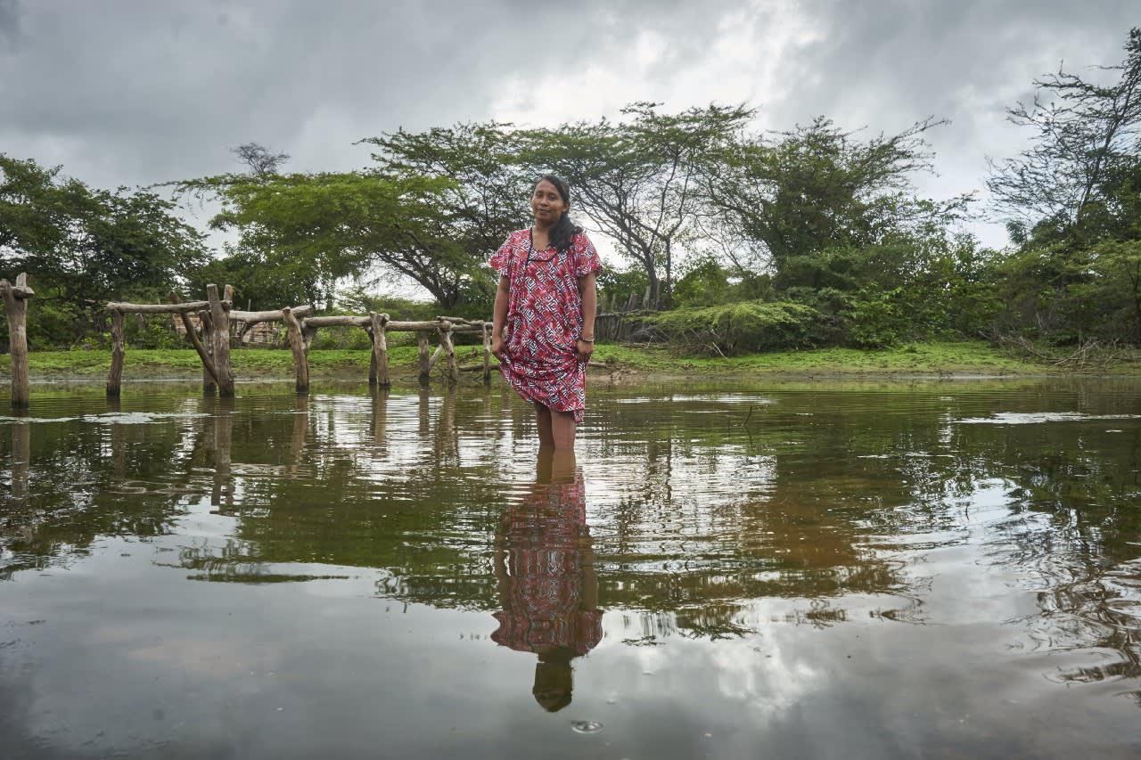 Paola se refresca en el jagüey de Ruanamana