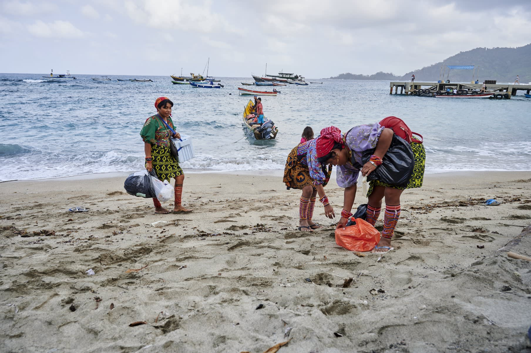 Mujeres gunadule en la playa