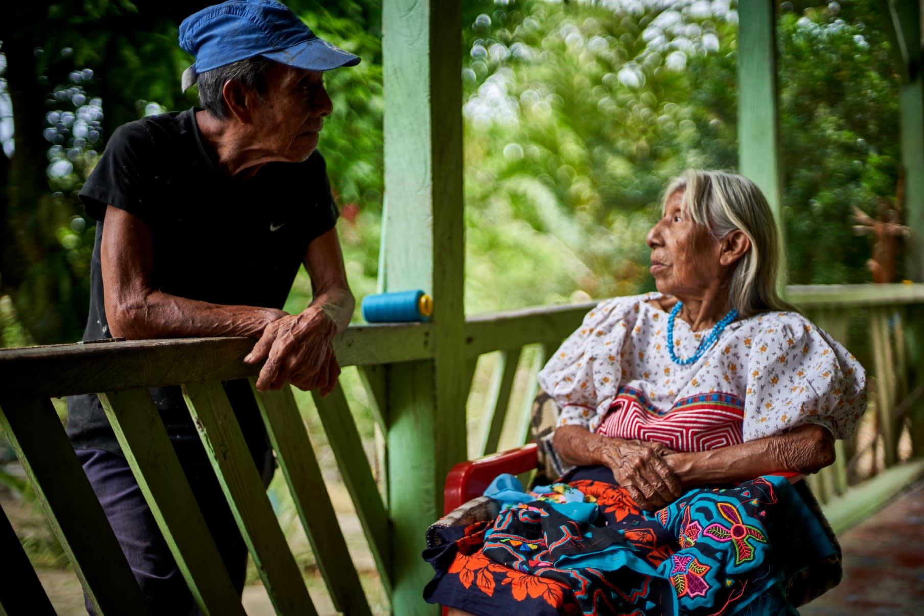 Abuela hablando