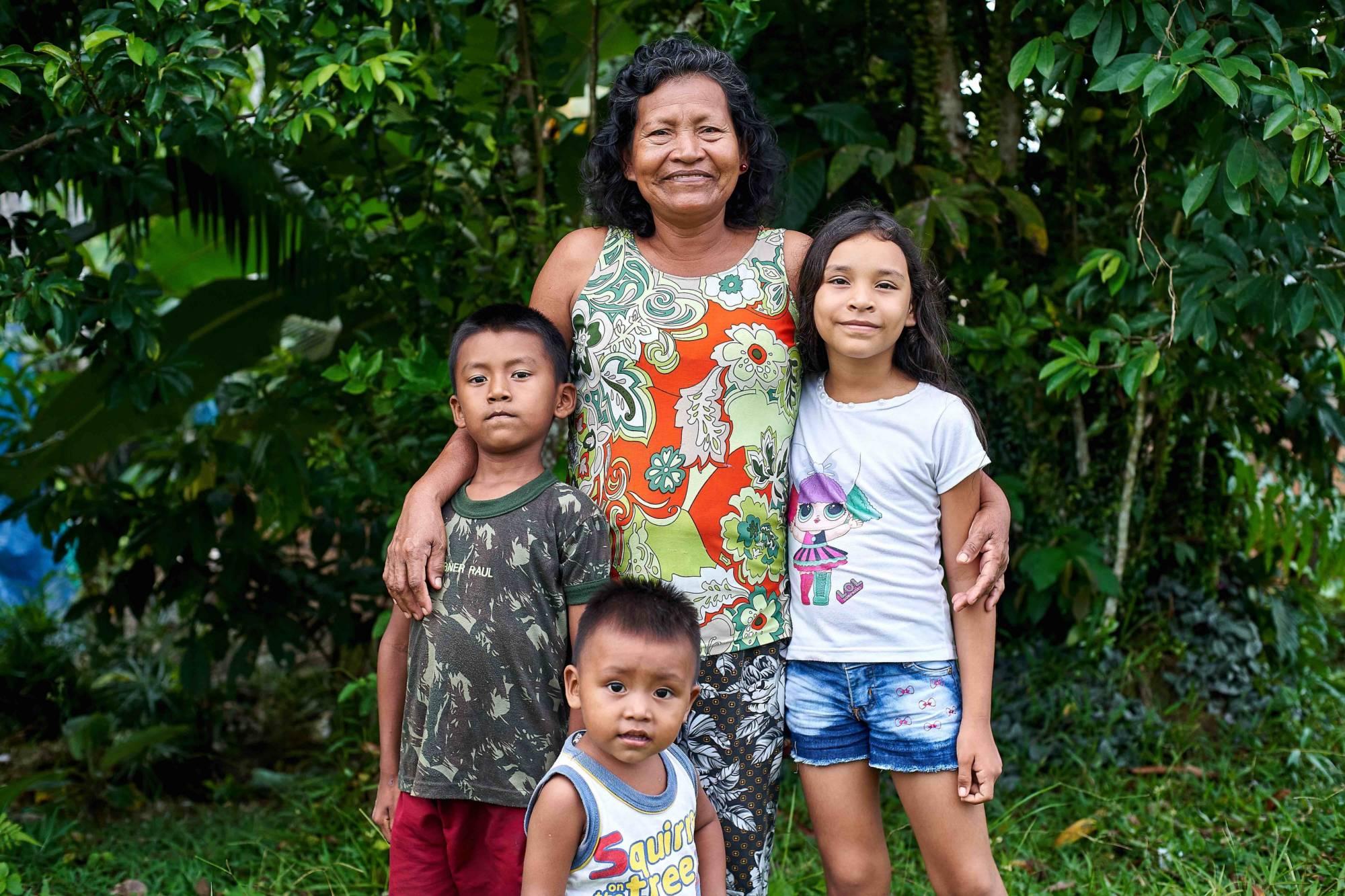 Lourdes y sus nietos