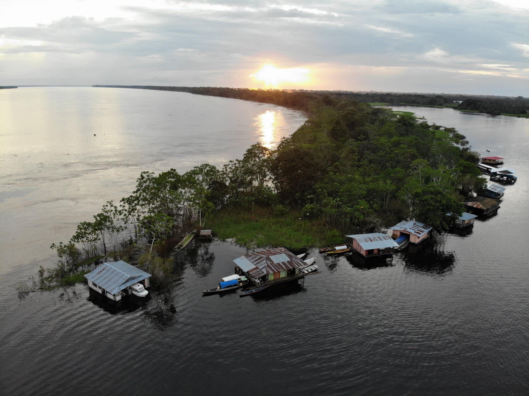 Unión de ríos Loretoyaco y Amazonas