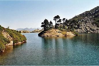 L'ile du lac de Bastampe