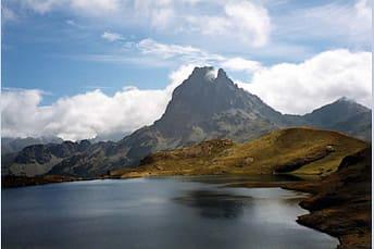 Lac d'Ayous et pic du Midi d'Ossau en arrière plan