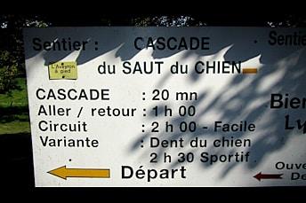 Randonnée à la Cascade du Saut du Chien: panneau de départ
