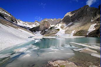 Lac des Béraudes et ses blocs de glace