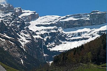 Zoom sur la grande cascade depuis le village de Gavarnie