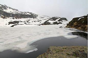 Lac de Pormenaz avant la fonte des neiges