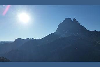 Matin ensoleillé sur le Pic du Midi d'Ossau