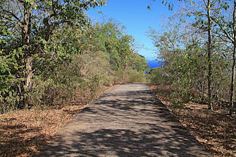 Petite route goudronnée du début à la fin de la rando