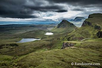 Point de vue sur Loch Cleat dans les Quiraing