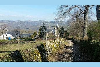 Le sentier qui part du village de Campuac
