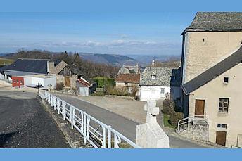 Le village de Campuac sur les hauteurs