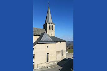 L'église de Campuac trône fièrement au coeur du village