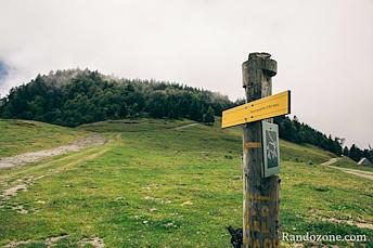 Panneau indiquant le départ de la rando au Plo del Naou