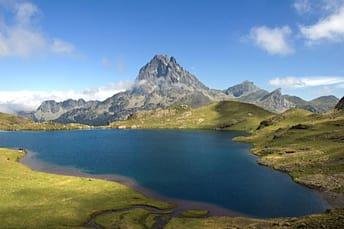 Pic du Midi d'Ossau et lac Gentau