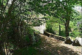Le pont avant la ferme des cascades