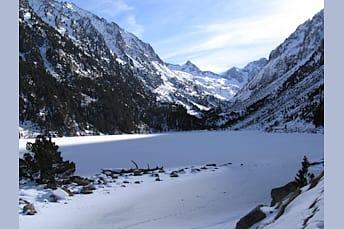Lac de Gaube sous la neige