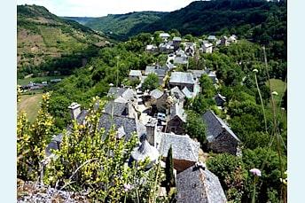 Randonnée sur le Causse Comtal vers Rodelle et Bezonnes AVEYRON 12