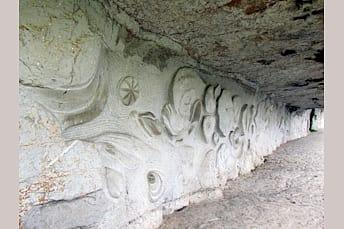 Intérieur du chemin de halage du Ganil qui relie Saint Cirq Lapopie à Bouziès