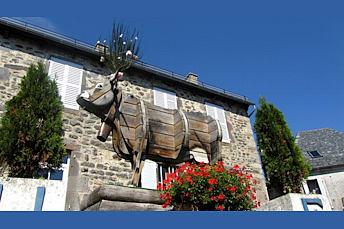 Alpuech et sa vache d'Aubrac