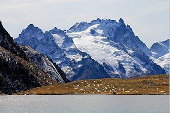 Massif de la Meije depuis le lac de Goléon