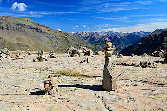 Cimetière de cairns à côté du lac Palluel