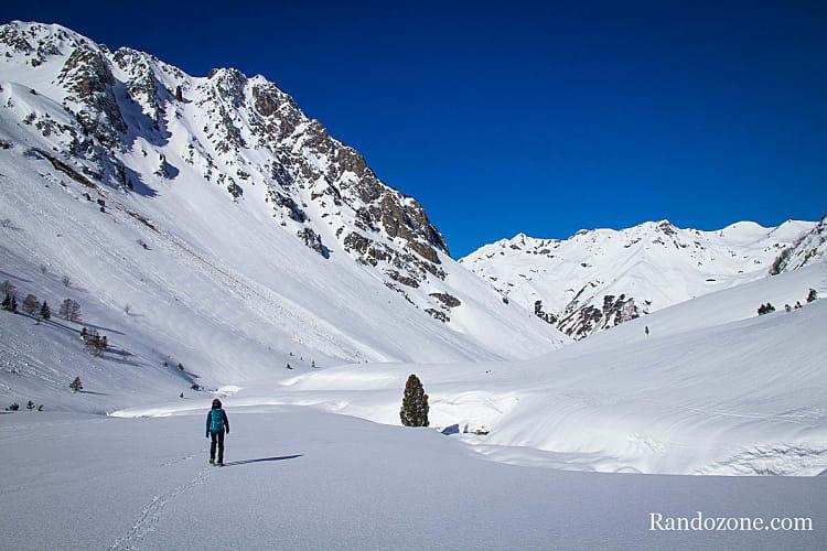 Raquette à neige hors piste dans les Pyrénées