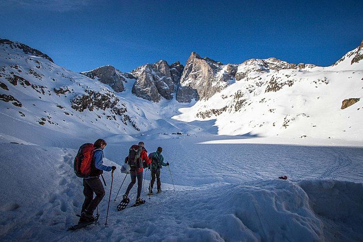 Randonnée en raquettes à neige organisée dans les Pyrénées
