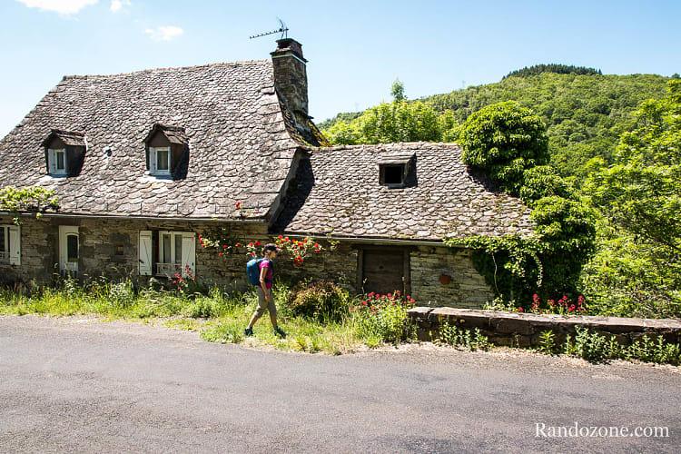 La maison où commence le sentier, juste sur la droite