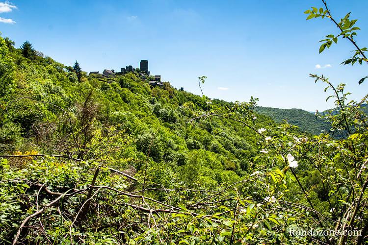 Panorama sur le château de Valon