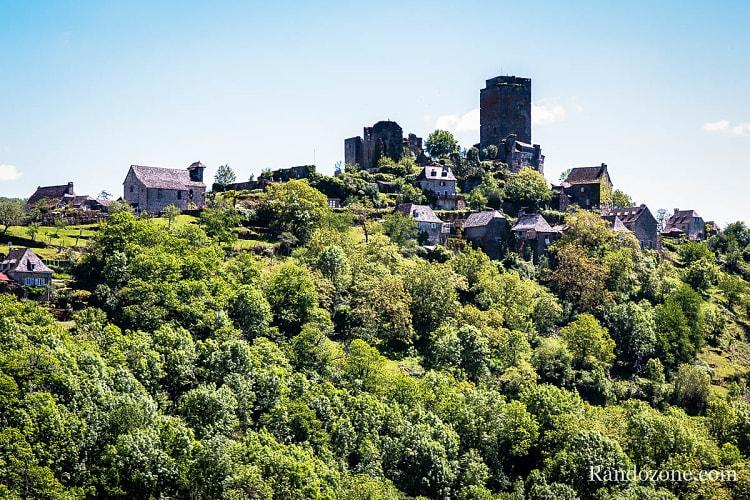 Vue sur le château de Valon