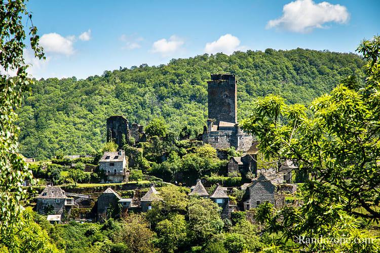 Vue sur le château de Valon depuis les granges